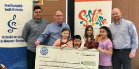 Newcastle Rotary Presents Sistema with a Cheque for $5000