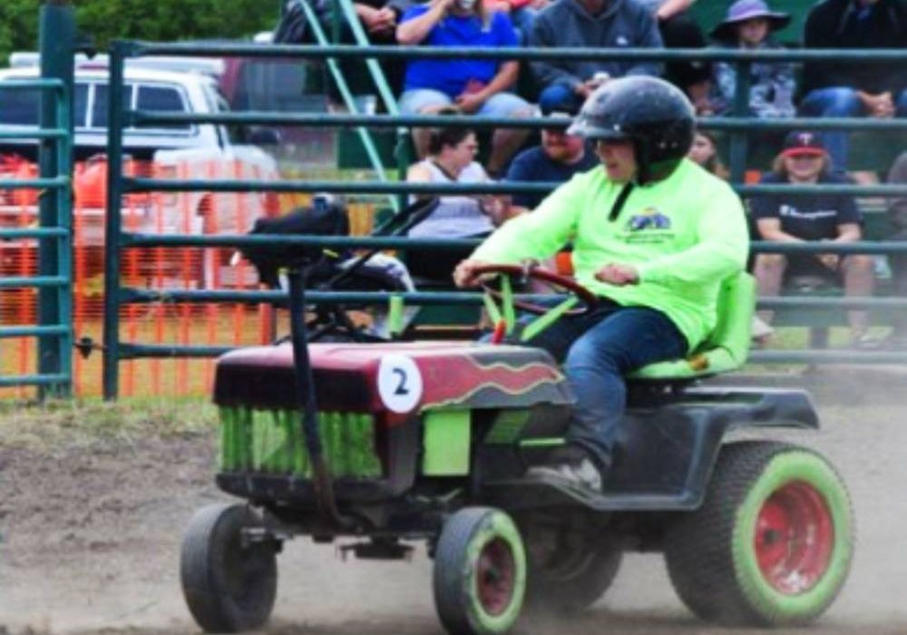 Lawn-Tractor-Race